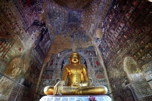A temple in Bagan, Myanmar, where murals have sharply deteriorated. Paint and plaster have peeled off in places, exposing the bricks underneath. (Eijiro Morii)