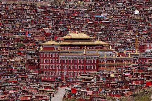Among these rows of simple red houses lies an intellectual hotspot - the world's largest school for Tibetan Buddhism - pictured in the centre  Read more: http://www.dailymail.co.uk/news/article-2584252/Seda-Monastery-Stunning-images-worlds-largest-Tibetan-Buddhist-school.html#ixzz2wTmBBMpG  Follow us: @MailOnline on Twitter | DailyMail on Facebook