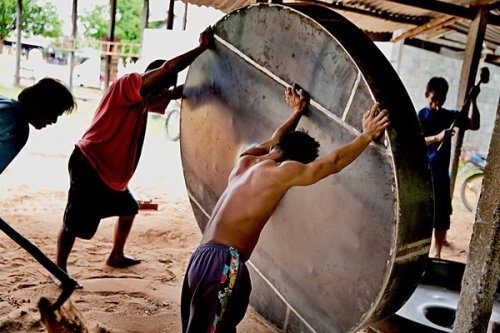 Building a gong in Ubon Ratchathani. Credit Adam Ferguson for The New York Times