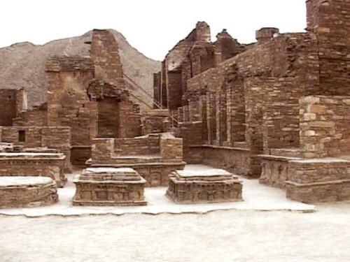 830224-ruins-1422640951-322-640x480