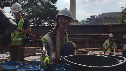 A volunteer at work at a major archaeological dig at Empress Place, which occupies an area the size of 10 four-room flats.-- ST PHOTO: MELODY ZACCHEUS