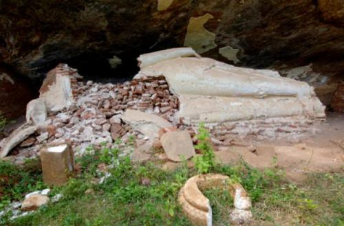 The remains of a brick and plaster Buddha statue at Hebessa that was destroyed by treasure hunters. Photo courtesy of Department of Archaeology Sri Lanka/DPA