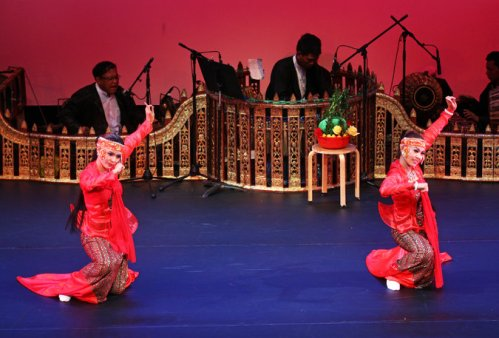 Shwe Man Thabin Members of this Burmese troupe offered an abridged two-hour version of zat pwe, a traditional all-night performance, at Asia Society. Credit Hiroyuki Ito for The New York Times