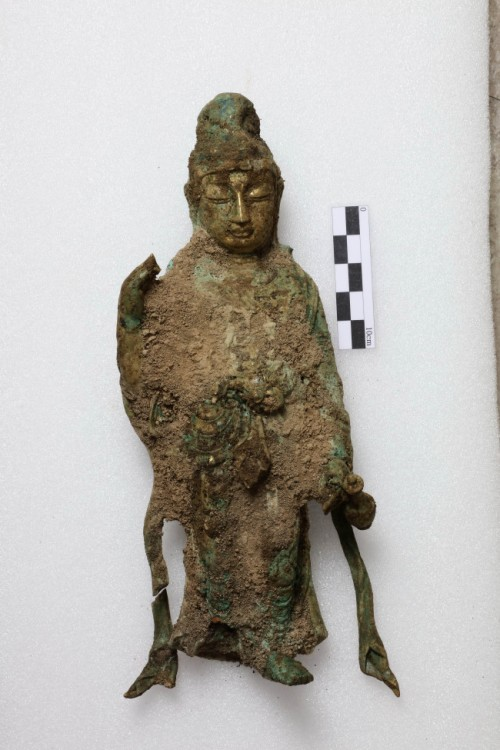 A Buddha statue found at a temple site in Yangyang, Gangwon Province, on Wednesday. (Yonhap)