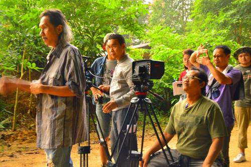 From left to right: Yasaka Chaisorn (actor), Uruphong Raksasat (cinematographer) and Boonsong Nakphoo (director). Photo: Boonsong Nakphoo / Courtesy