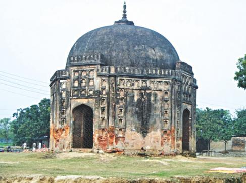 The protected archaeological site of Rohanpur Octagonal Tomb in Gomostapur upazila under Chapainawabganj is getting ruined due to alleged negligence of the authorities concerned. Photo: RABIUL HASAN